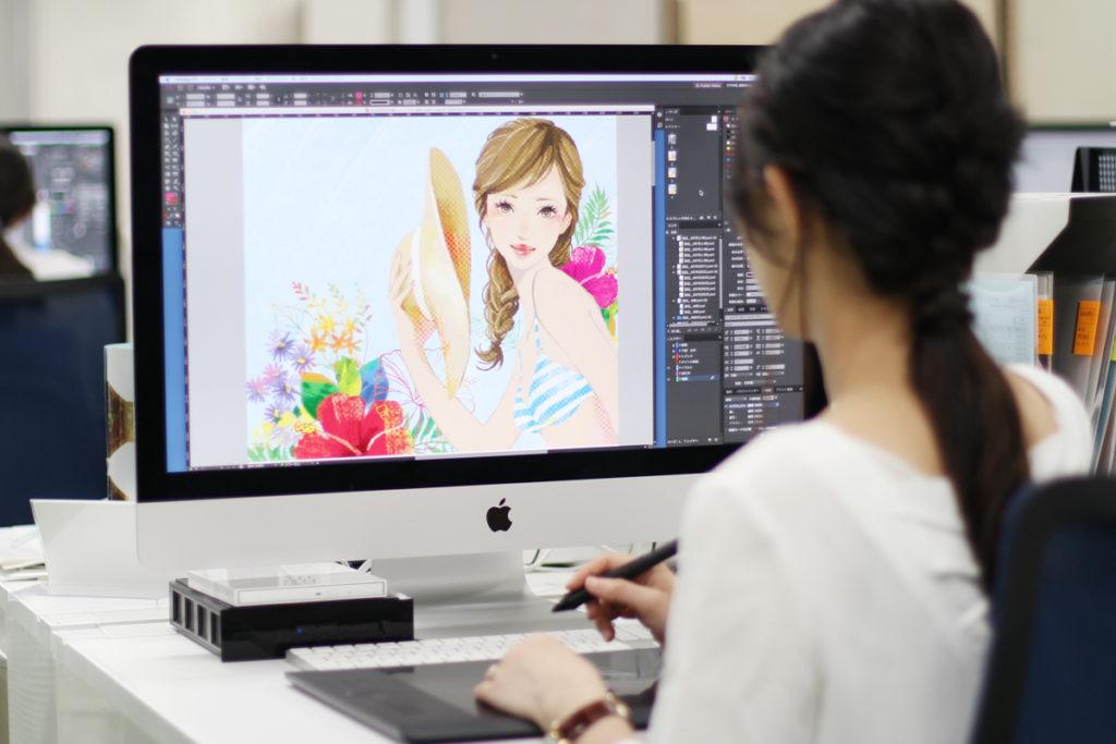 Macでイラストを描くデザイナー