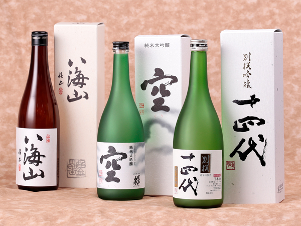 日本酒の銘柄、八海山、空、十四代の3本のイメージ写真